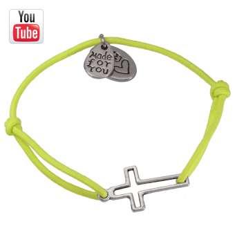 Video Anleitungung elastisches Armband mit Kreuz-Charm